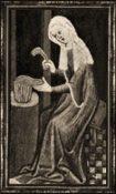 Frau kämmt Wolle an Tischgestell
