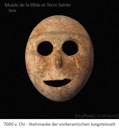 Farbfoto: Steinmaske der vorkeramischen Jungsteinzeit - 7000 v.Chr