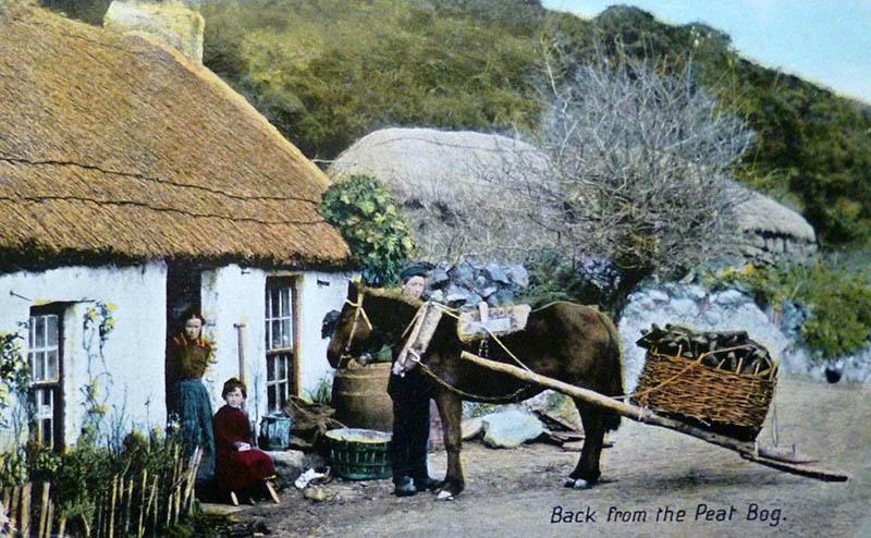 Postkarte: Pferd mit Torf kommt zurück zum Cottage
