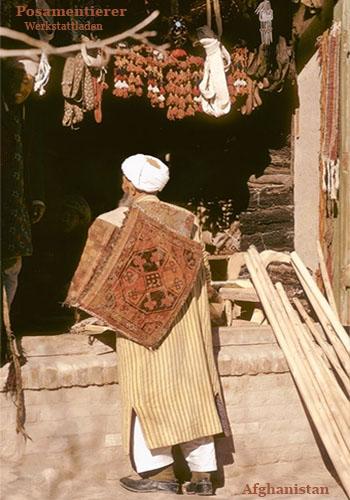 Farbfotokarte: afghanischer Posamentierer und Kunde ~ 1970