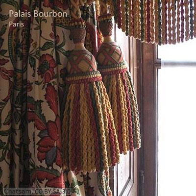 Farbfoto: dreifarbige Quasten im Palais Bourbon - 2011, FR