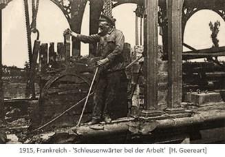 sw Foto: Schleusenwärter bedient Schleuse von Hand - 1915, FR