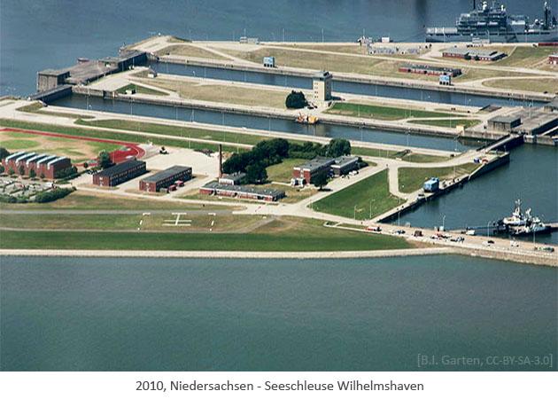Farbfoto: Luftaufnahme der Seeschleuse Wilhelmshaven - 2010