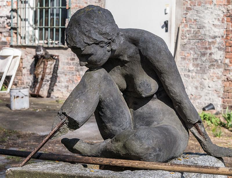Foto: zerbrochene Frauenfigur