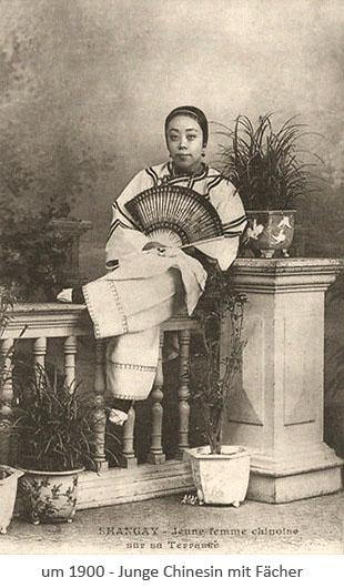 sw Fotopostkarte: Junge Chinesin mit Fächer ~1900, CN