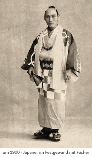 sw Fotopostkarte: stehender Japaner in Festkleidung mit Fächer ~1900, JP