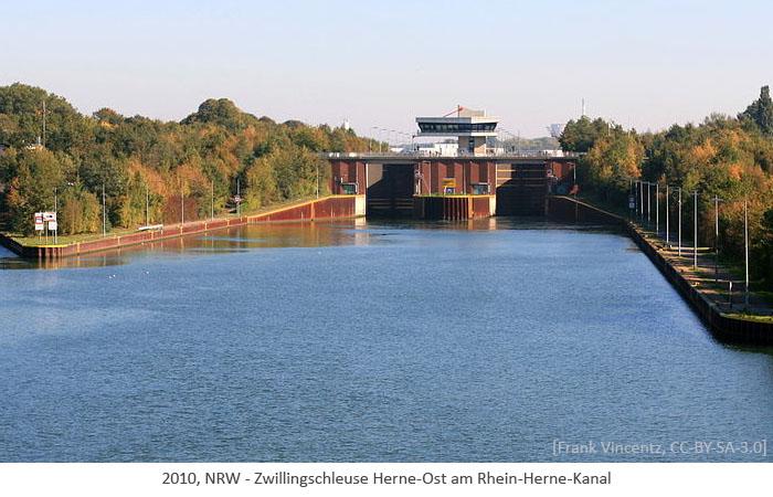 Farbfoto: Zwillingschleuse Herne-Ost am Rhein-Herne-Kanal - 2010, NRW