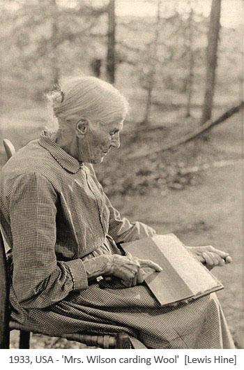 sw Foto: ältere Lady abreitet sitzend mit Handkarden - 1933, USA