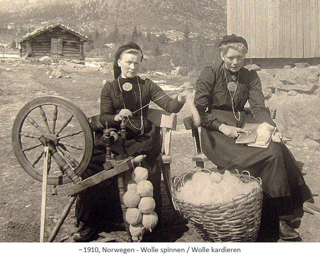 sw Foto: eine Wollkardiererin und eine Spinnerin in Norwegen ~1910