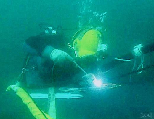 Farbfoto: Unterwasserschweißen - 2005, USA