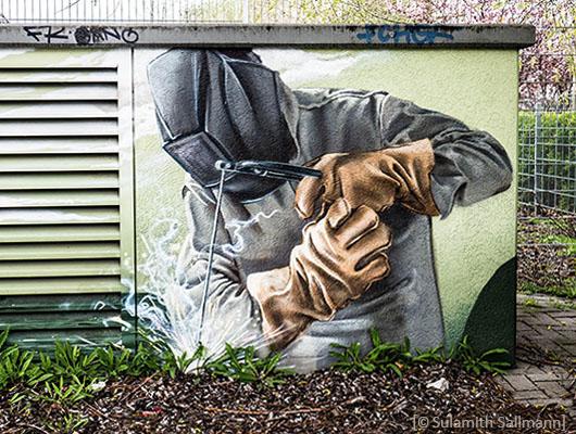 Farbfoto: Schweißer auf Wandbild - 2017