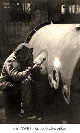 sw Postkarte: Schweißer arbeitet an großem Kessel ~1940