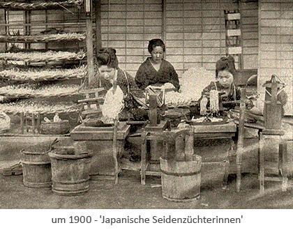 sw Foto: 3 Japanerinnen bearbeiten Kokons ~1900