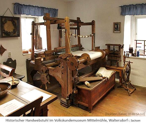 Farbfoto: hist. Handwebstuhl im Volkskundemuseum Mittelmühle (Sachsen)
