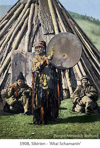 koloriertes Foto: Altai Schamanin mit Trommel - 1908, Sibirien
