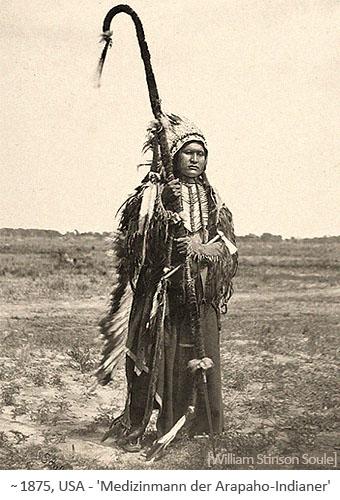 sw Foto: Medizinmann der Arapaho-Indianer ~1875, USA