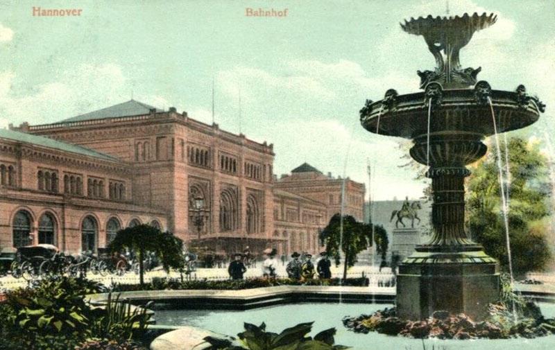 Ansichtskarten: Brunnen vorm Bahnhof