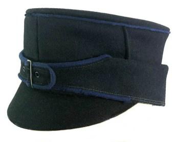 schwarze Uniformmütze