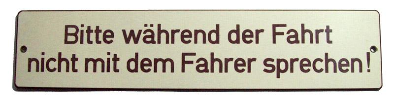Schild: Bitte während der Fahrt nicht mit dem Fahrer sprechen!