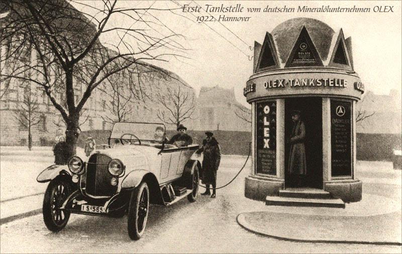 sw Foto: Erste kiosartige Tankstelle vom deutschen Mineralölunternehmen OLEX - 1922, Hannover