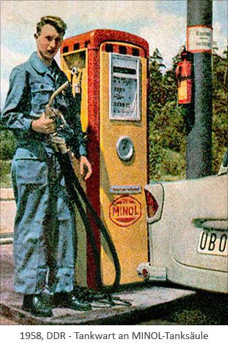 Farbfoto: Tankwart an einer MINOL-Tanksäule - 1958, DDR