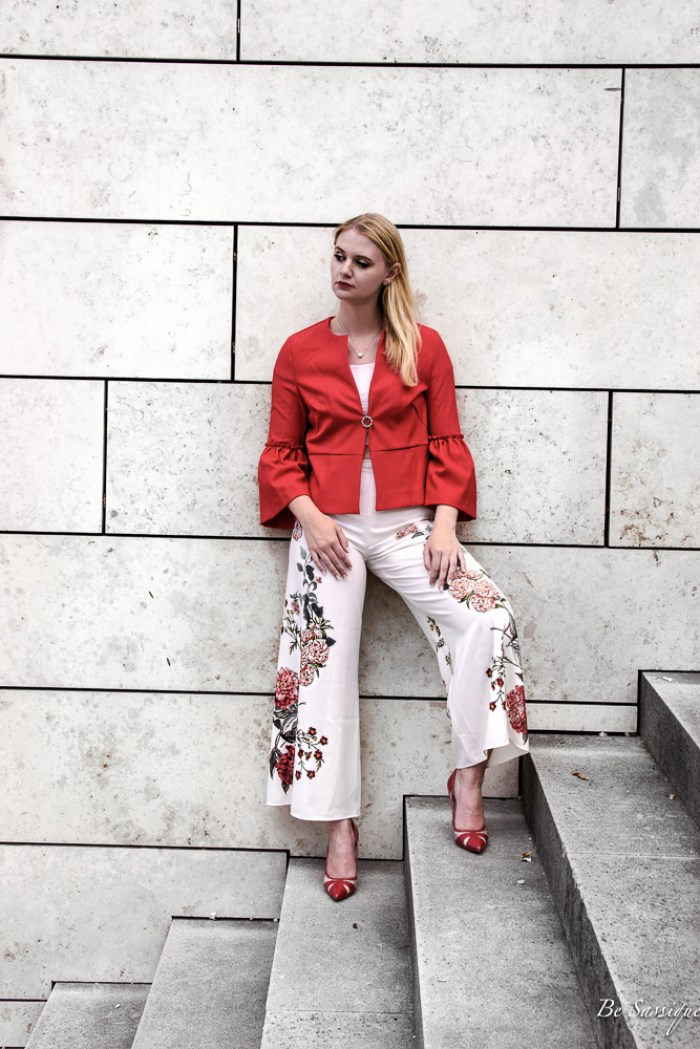 Sommermode 2017 - Schnitte, Farben, Muster und alles was dich diesen Sommer zur #Fashionista macht, inkl. 7 Trendteile, die du jetzt unbedingt brauchst Trends: Volants, Blumenprinz, Mules, Vichy Karo, Off-Shoulder, Tüllrock, Taillengürtel