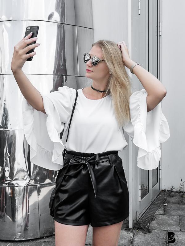 ASUS ZenFone - ein Smartphone der Extraklasse. Das ASUS ZenFone Zoom S Smartphone ist nicht nur ein Handy, sondern auch eine hochwertige Pocket Kamera. #smartphonedesign #smartphonephotography #smartphoneillustration #smartphoneaddiction #asusgoesfashion by Be Sassique - Fashion & Lifestyle Blog aus München