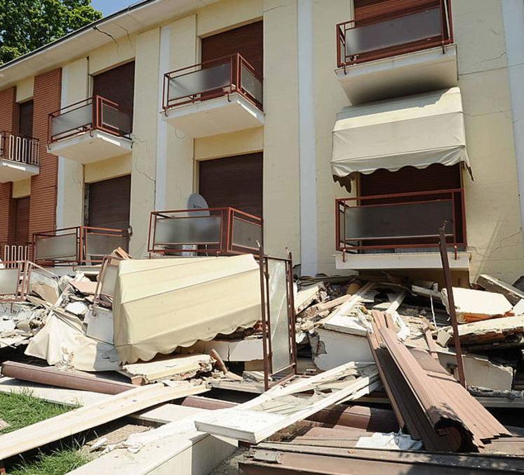 قتلى بزلزال إيطاليا.. وسكّان محاصرون تحت الأنقاض