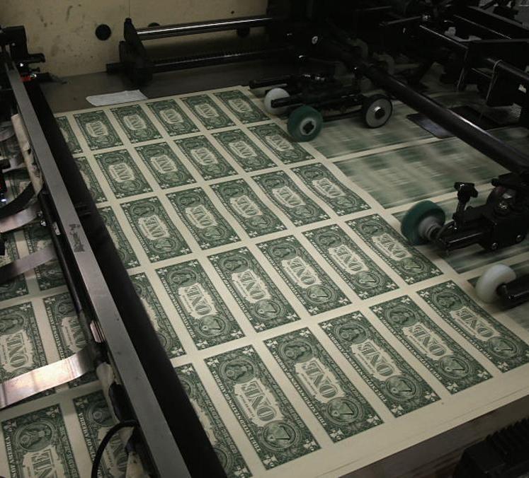 الدولار يرتفع عقب تعليقات متفائلة بشأن الاقتصاد الأميركي