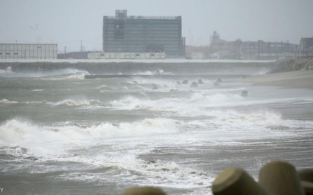 """الإعصار """"ليون روك"""" يعطل رحلات جوية في اليابان"""