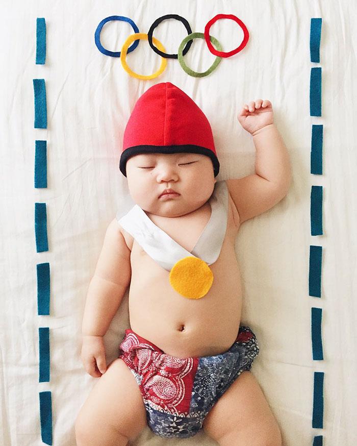 طفلة يابانية نائمة