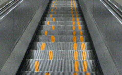 السلالم الآلية