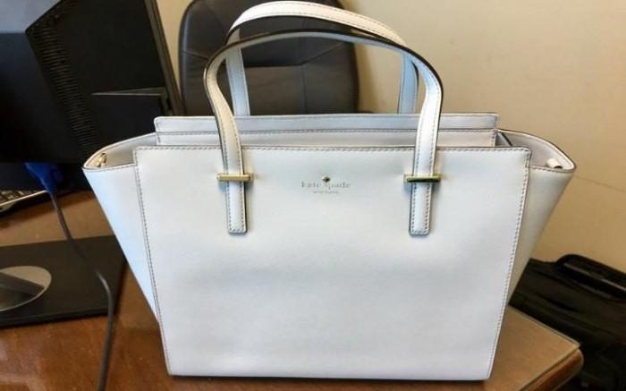 حقيبة يد تثير الجدل على تويتر بسبب لونها!