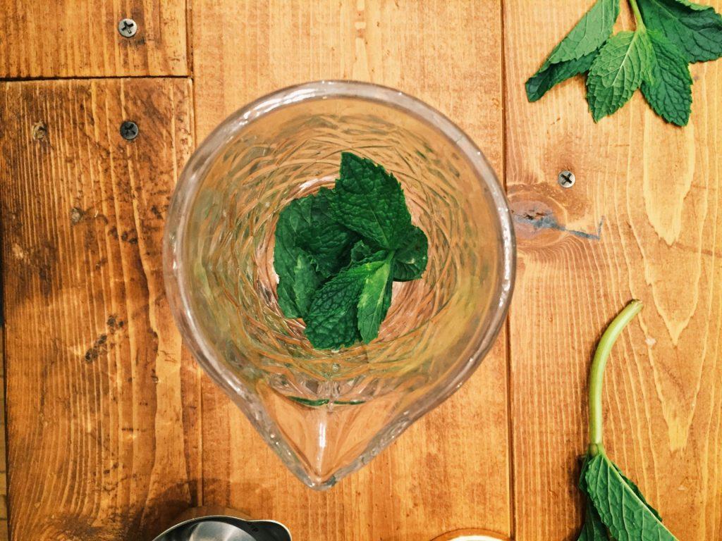 muddle mint leaves