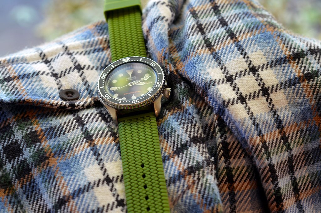 A rubber watch band works best with casual shirts.
