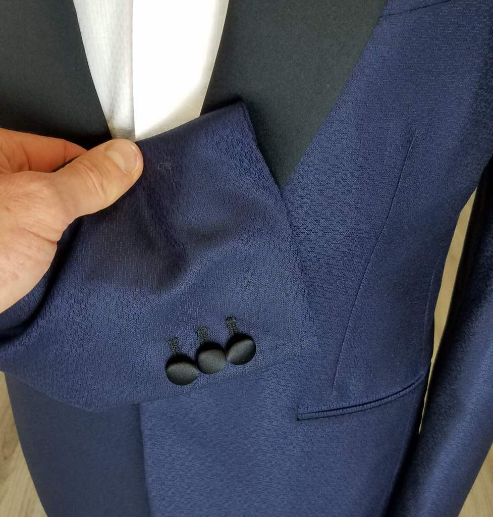buttons on a tuxedo jacket should be covered in satin