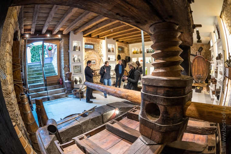 In the Museum of winemakers of Mittelbergheim: a beautiful old press ...