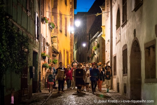 Guided tour through the narrow streets of Riquewihr.