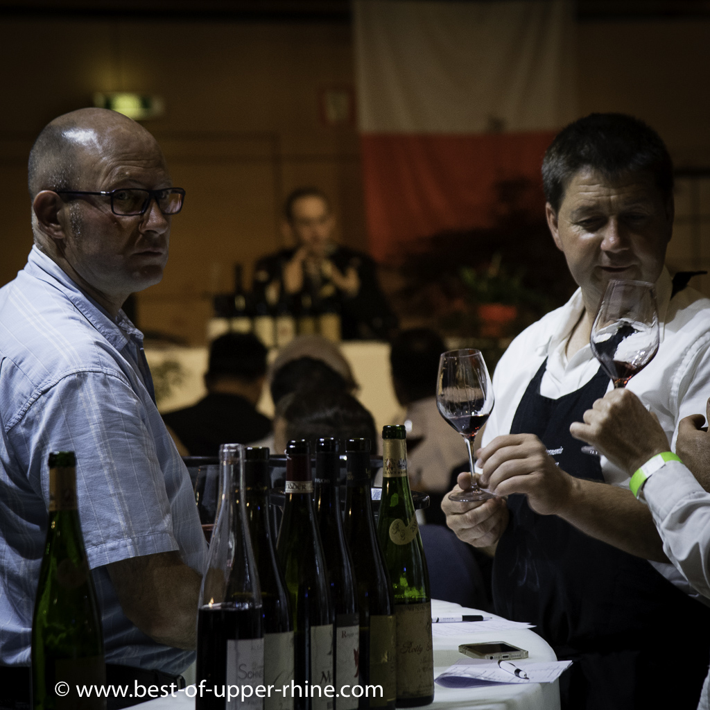 The winegrowers whose wines were present at the festival were on all fronts, delighted to make taste and comment on their wines. Francis Fischer, president of the Ribeauvillé wine association and Pierre Gassmann of the Rolly-Gassmann estate in Rorschwihr.