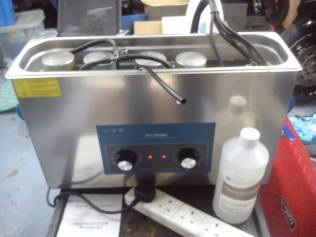 Ultrasonic cleaner for motorcycle carburettors