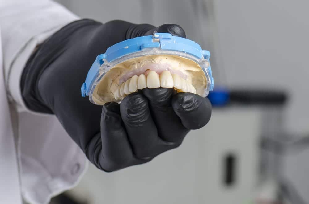Who performs the best dental reconstruction in Los Angeles
