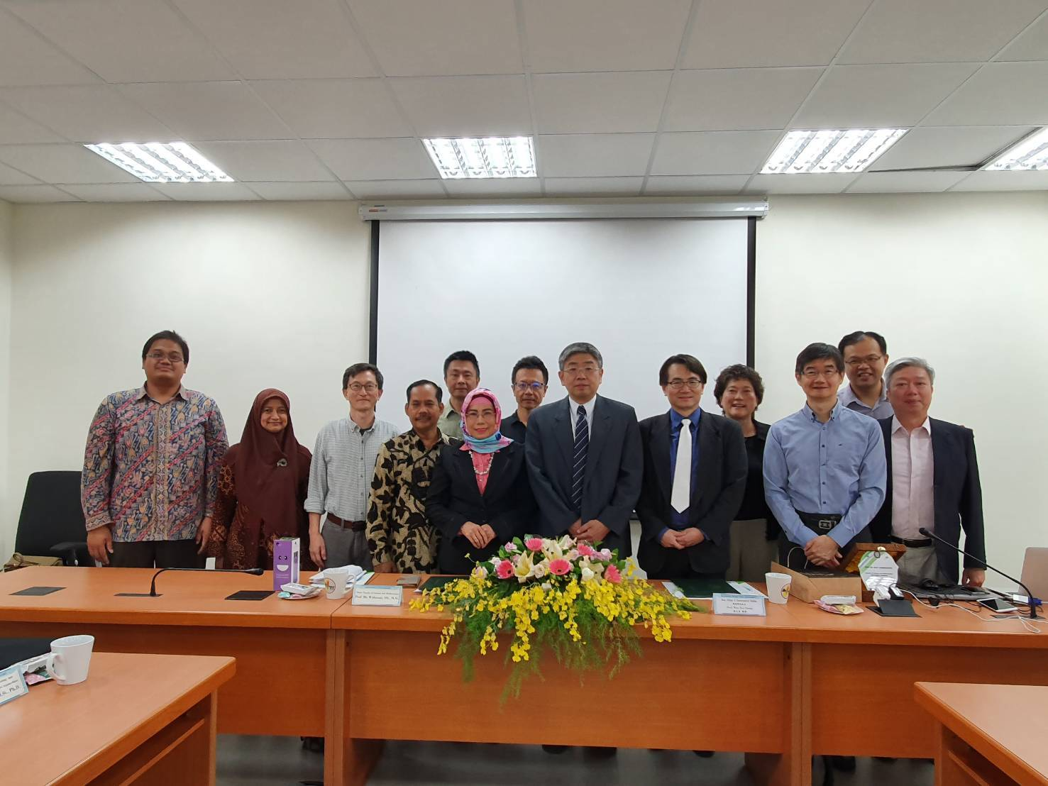 Donghua University College of Environmental Sciences and the Faculty of Science and Mathematics of Universitas Diponegoro signed a memorandum