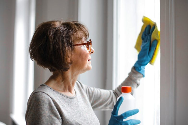 how to clean windows using natural products
