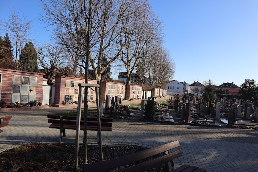 Friedhof Linkenheim - Urnenwand