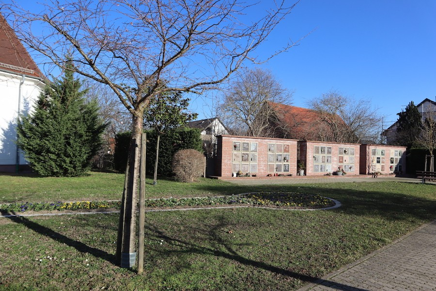 Friedhof Hochstetten - Urnenwand