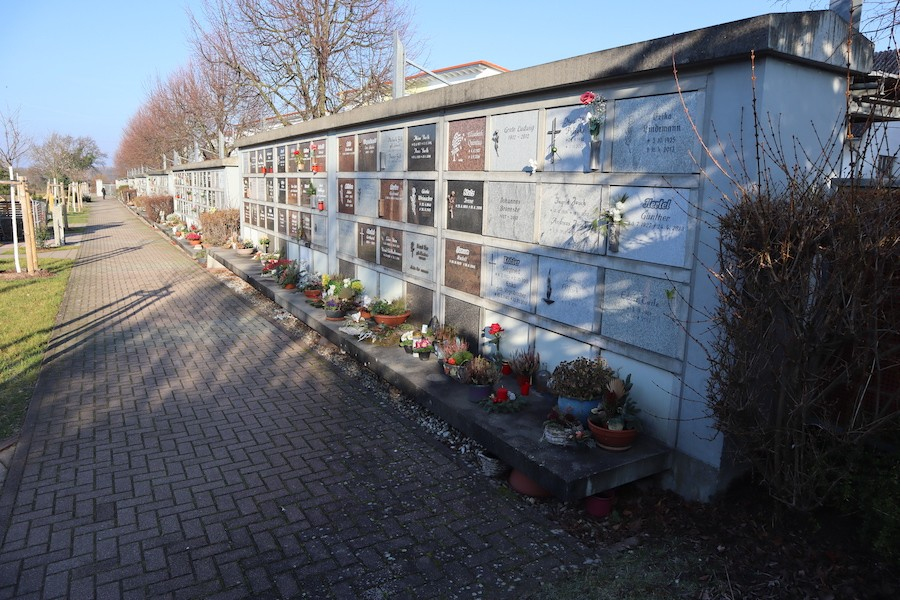 Friedhof Eggenstein - Urnenwand