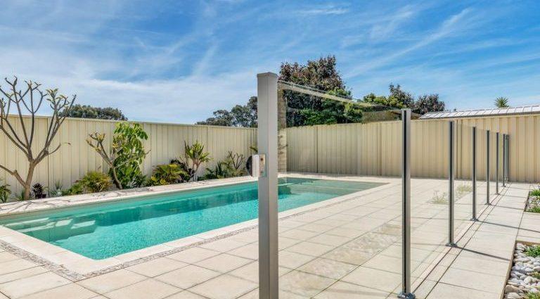 Glass pool fences Melbourne