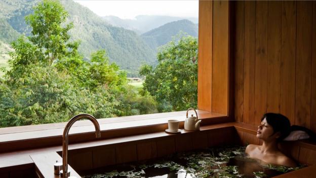 tắm đá nóng ở bhutan