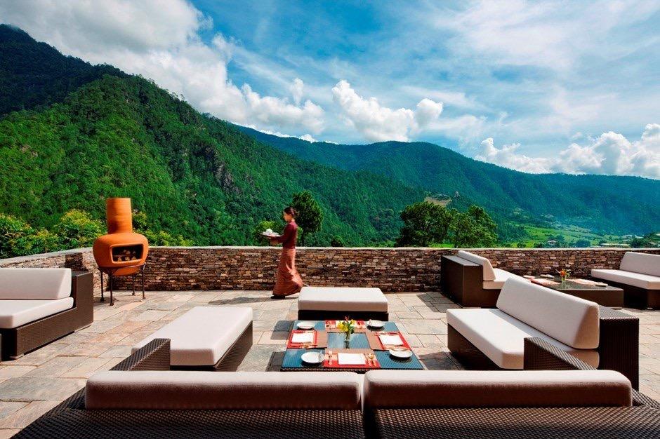 khu vực ngoài trời của khách sạn Uma by Como ở Bhutan