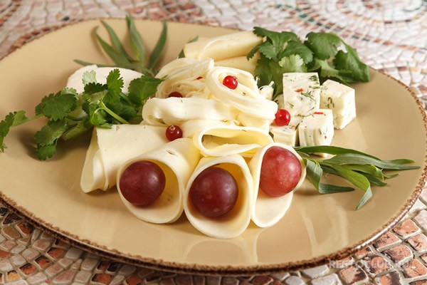 Cheese plate with fresh herbs #cheeseplate #cheeseslicer